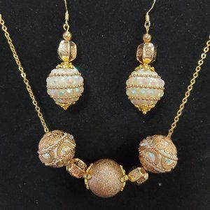 Gold/Pearl Christmas Earring/Necklace Set